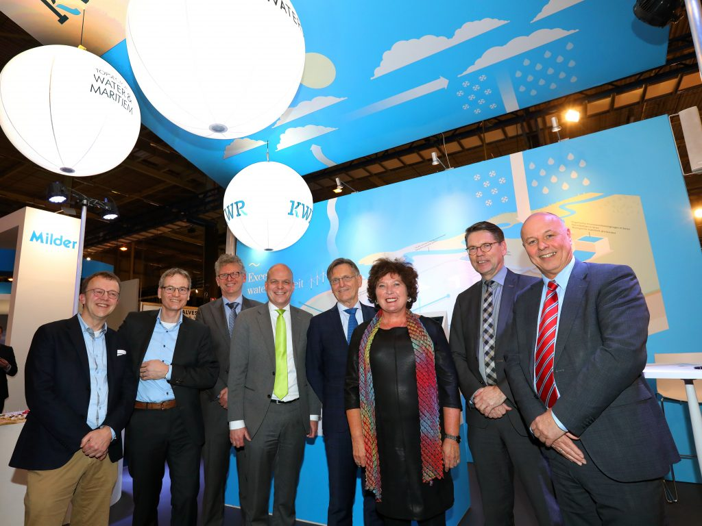 Left to right: Coert Petri (Waterschap Rijn en IJssel), Jos Boere (Allied Waters), Lex van Dijk (BLUE-tec), Danny Traksel (Royal HaskoningDHV), Wim van Vierssen (KWR), Joke Cuperus (TKI Watertechnologie), Guus Pelzer, (Waterschapsbedrijf Limburg), Douwe Jan Tilkema (Waterschap Vallei en Veluwe)